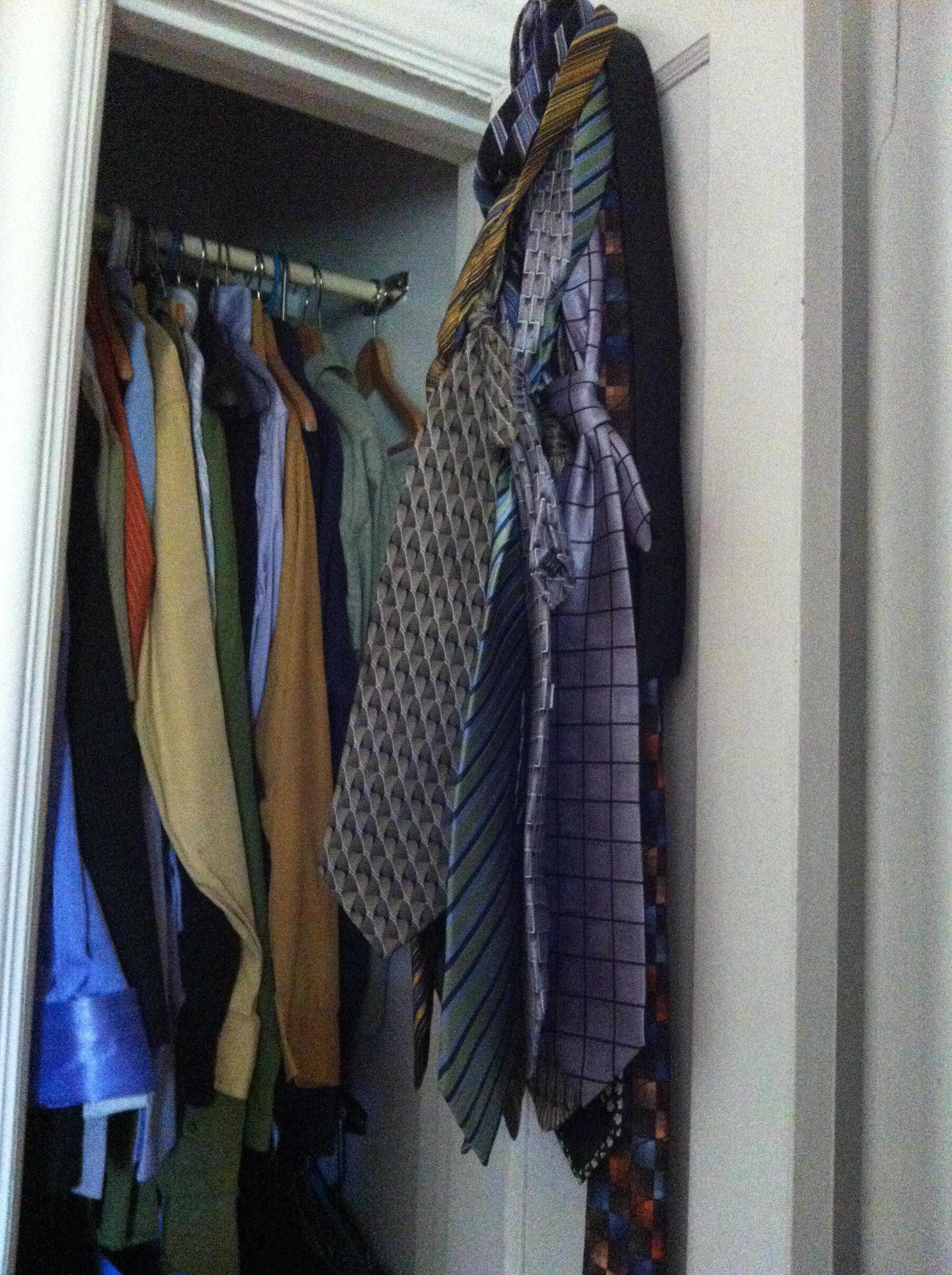 Des chemises de toutes les couleurs en plus! Et les cravates aussi!!!